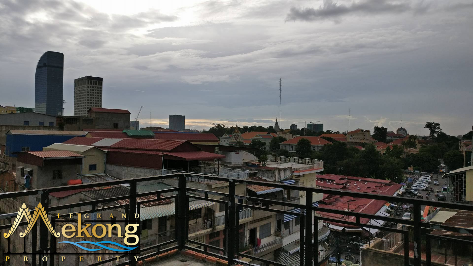 Apartment To Renovate FOR SALE (Daun Penh) LGM255